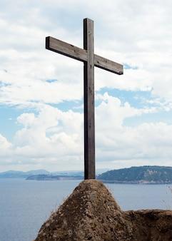 Crucifixo de madeira no castelo aragonês