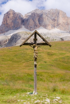 Crucifixo nos prados
