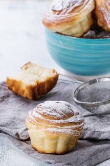 Cruffins de pastelaria moderna