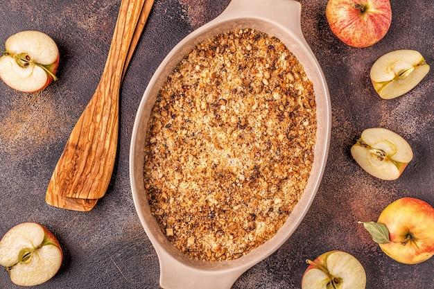 Crumble de cereja de maçã e maçãs