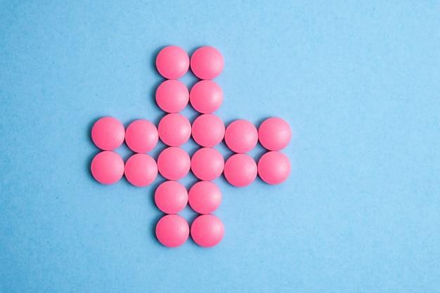 Cruz de pílulas cor de rosa