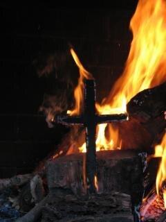 Cruz em chamas, castigo