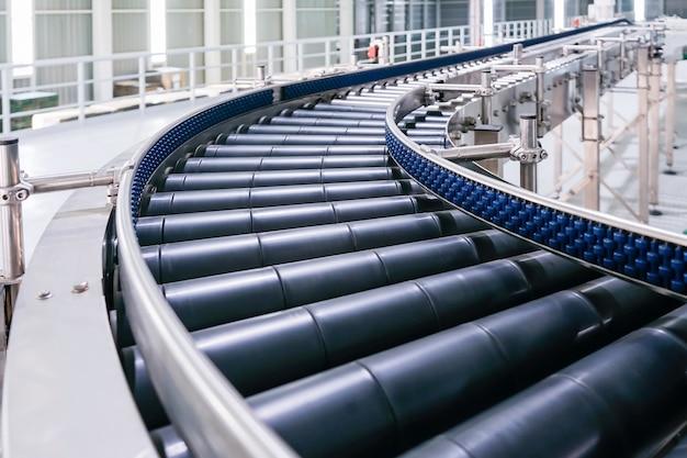 Cruzamento do transportador de rolos, linha de produção de transporte de objetos transportadores de rolos.