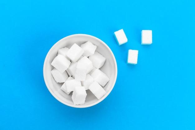 Cubo de açúcar na mesa