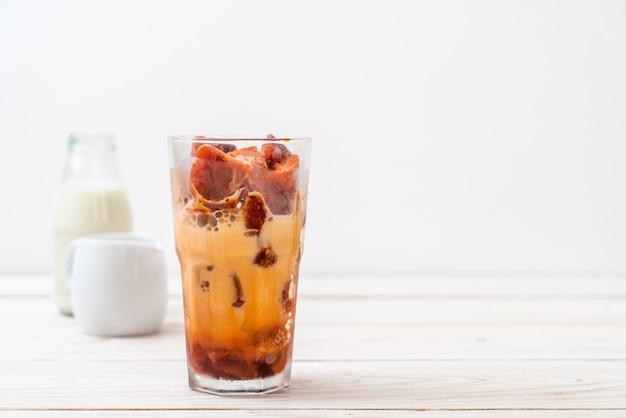 Cubo de gelo de chá tailandês com leite