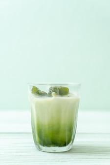 Cubo de gelo matcha chá verde com leite