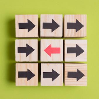 Cubos com direção diferente setas pontudas close-up