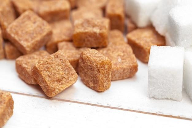 Cubos de açúcar mascavo