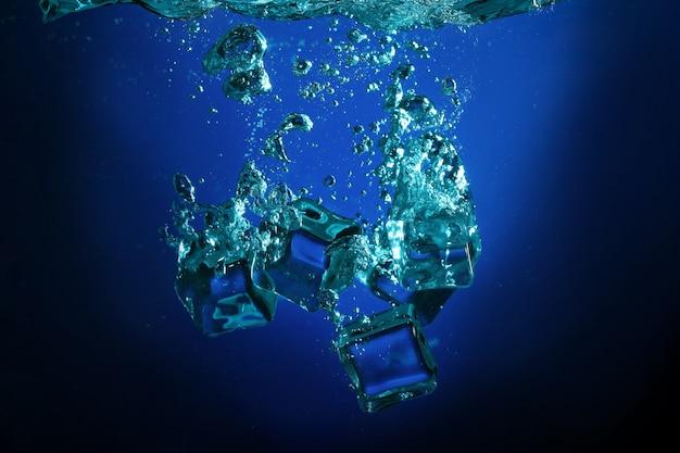 Cubos de gelo com bolhas debaixo d'água