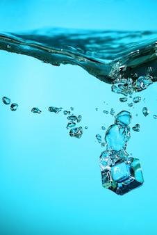 Cubos de gelo com bolhas