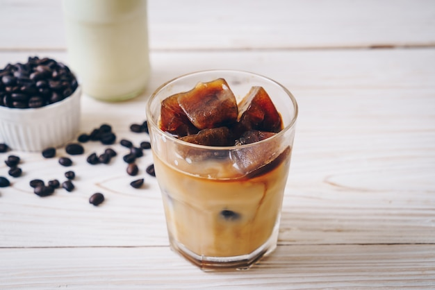 Cubos de gelo de café com leite