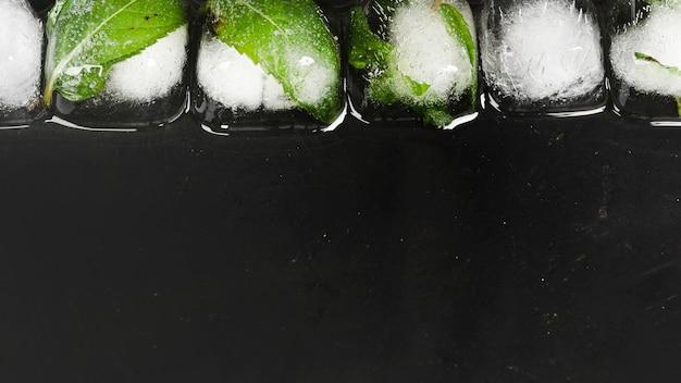 Cubos de gelo em linha