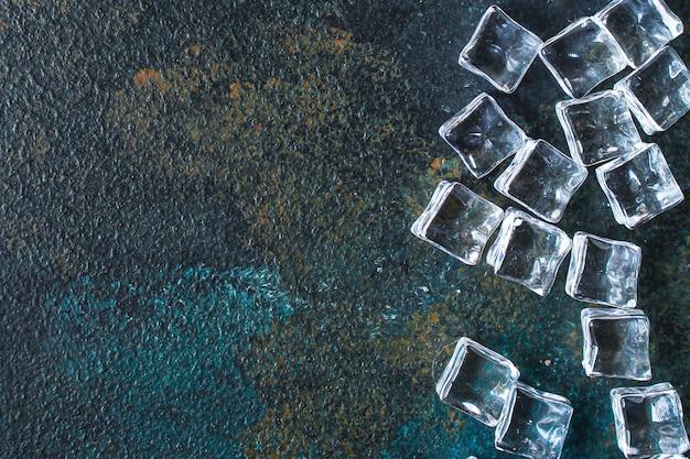 Cubos de gelo em pedaços de acrílico artificial