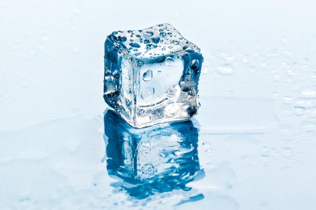 Cubos de gelo.