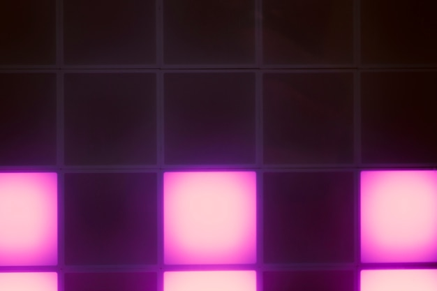 Cubos de luz violeta de néon abstraem design