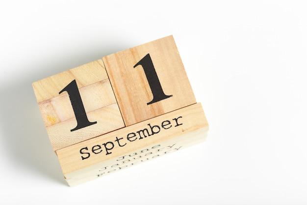 Cubos de madeira com data 11 de setembro