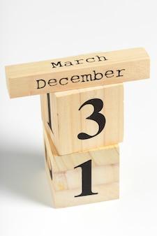 Cubos de madeira com data em branco. 31 de dezembro