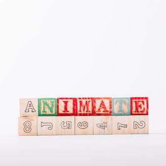 Cubos de madeira com título animado