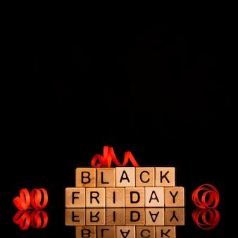 Cubos de sexta-feira pretos em fundo preto