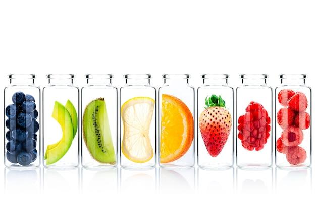 Cuidados com a pele caseiros com ingredientes de frutas abacate, laranja, mirtilo, romã