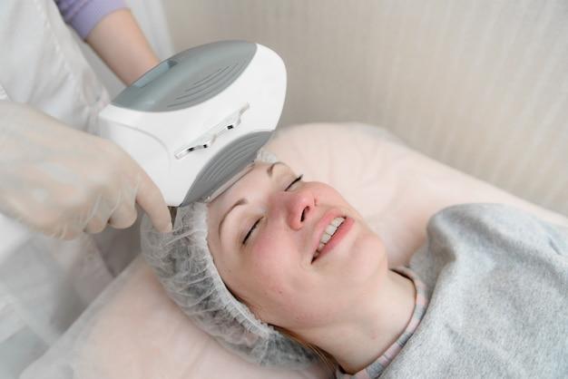 Cuidados com a pele em cosmetologia.