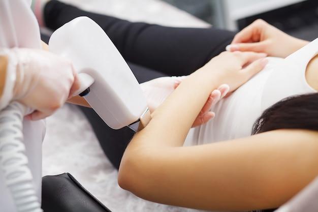 Cuidados com o corpo, depilação a laser nas axilas
