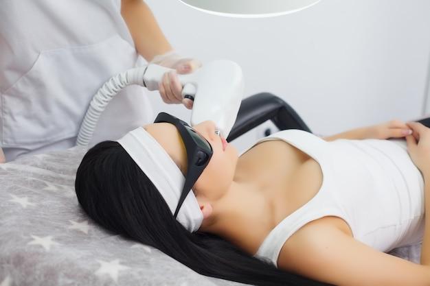 Cuidados com o corpo. depilação à laser. tratamento de depilação. pele macia.