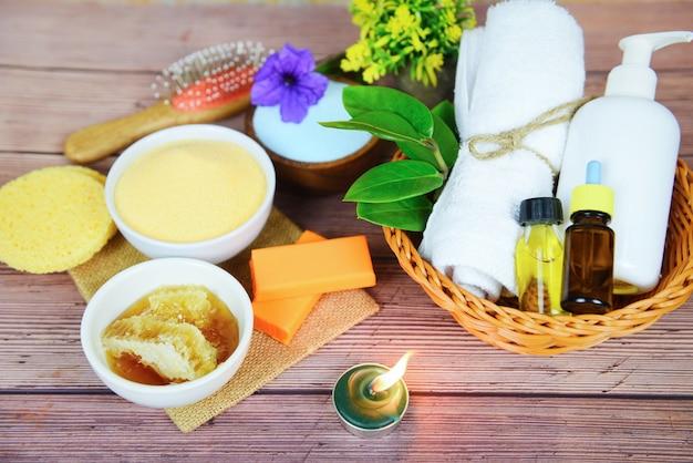 Cuidados com o corpo naturais, dermatologia herbal, creme higiênico cosmético para o tratamento da pele, objetos de higiene pessoal - produtos de banho naturais, sabonete de mel, ervas, óleo essencial de spa, aromaterapia, luz