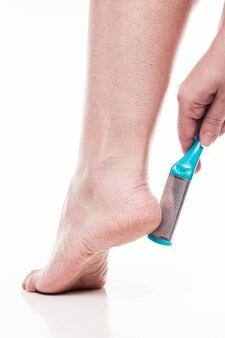 Cuidar da pele seca dos pés e calcanhares bem tratados