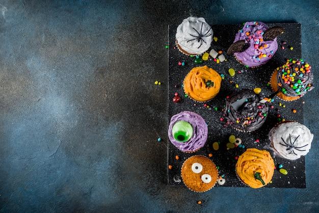 Cukcakes das crianças engraçadas para o dia das bruxas