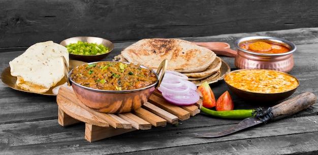 Culinária indiana sev tamatar
