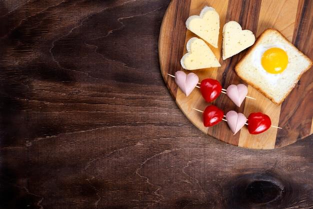 Culinária, sanduíches, lanches em forma de coração