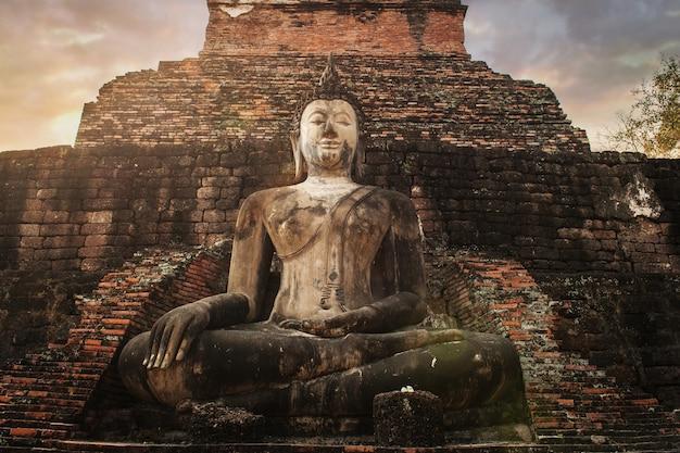 Cultura asiática ao pôr do sol