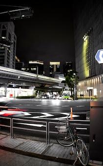 Cultura japonesa com ruas urbanas