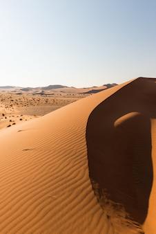 Cumes de dunas de areia em sossusvlei