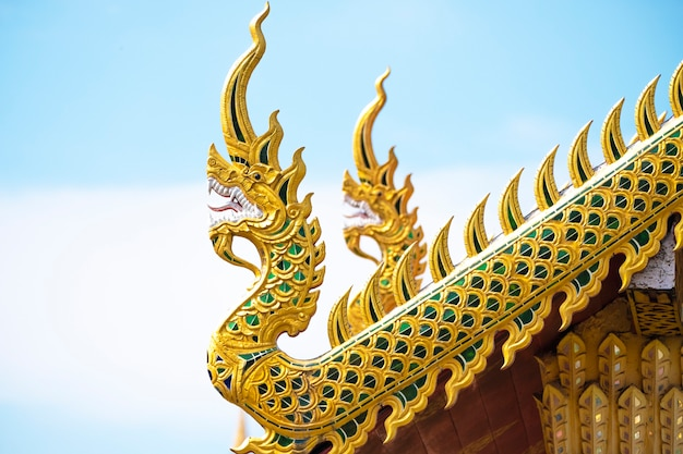 Cumes de madeira do templo