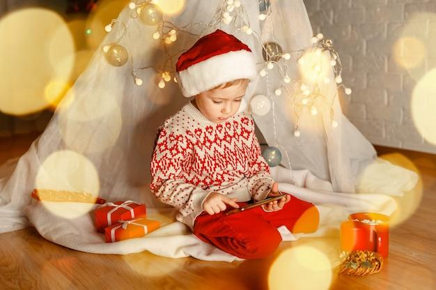 Cumprimentando alguém virtual chamada natal online parabéns família