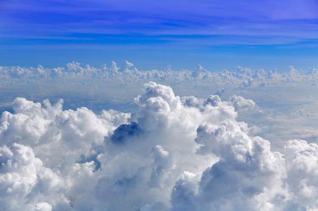 Cumulus mar de nuvens vista da vista aérea