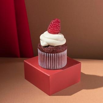 Cupcake delicioso com framboesa