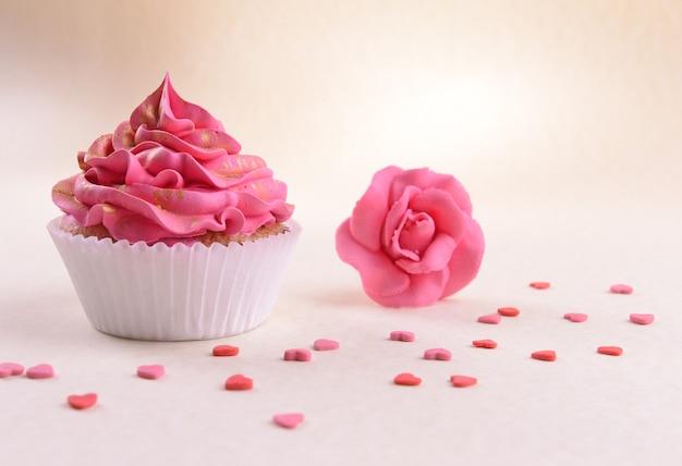 Cupcake delicioso em bege