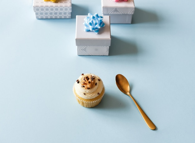 Cupcake e caixa de presente
