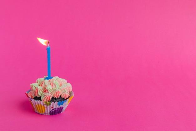 Cupcake solitário com vela