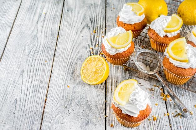 Cupcakes caseiros de limão