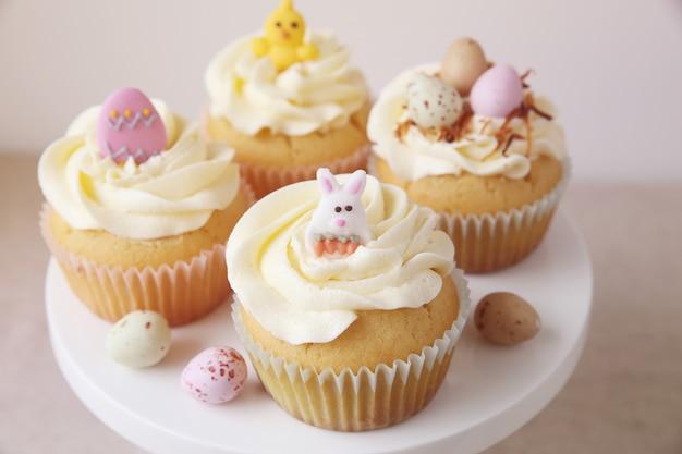 Cupcakes caseiros de ovos de páscoa