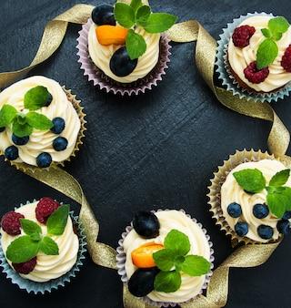 Cupcakes com frutas frescas