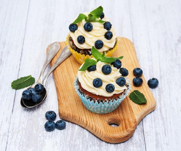 Cupcakes com mirtilos frescos