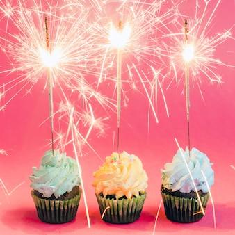 Cupcakes com sparklers