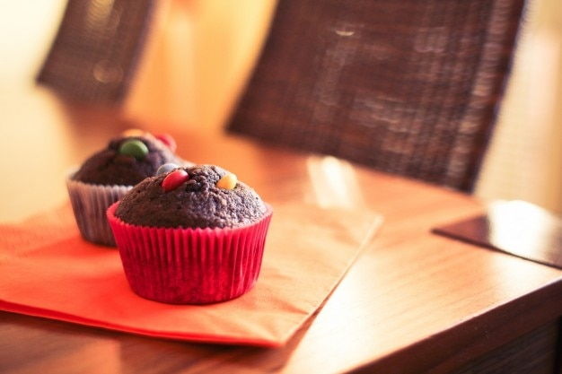 Cupcakes de chocolate com m & ms
