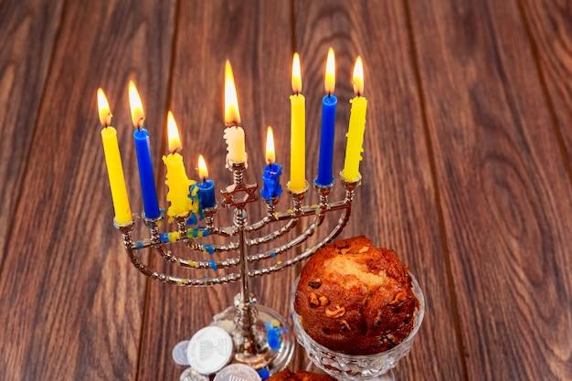Cupcakes de feriado judaico compostos de elementos do hanukkah