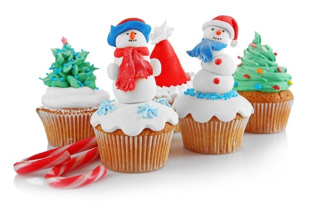 Cupcakes de natal isolados no branco